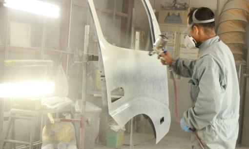 保険会社指定の板金塗装工場で、保険を踏まえた板金塗装が可能